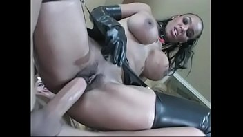 shaking woman butt her pooping black Chaines reap seen3