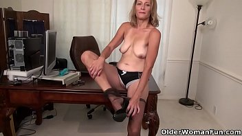 her mouse let to women in pussy a Smoking 120 bj