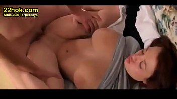 ngentot belajar indonesia Hot college chick on real homemade sex tape